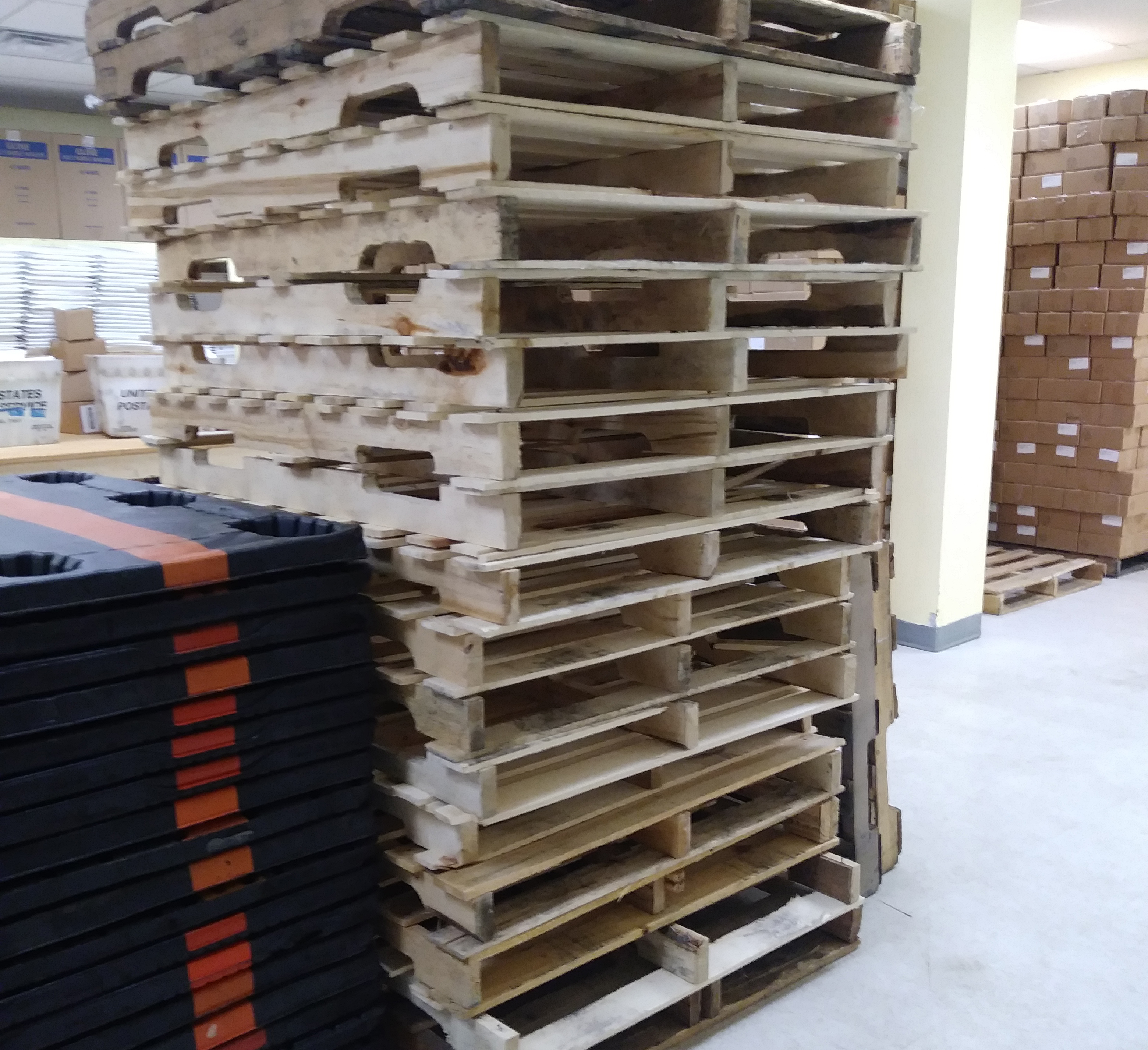 200 Units Of Wooden Pallet Lot Available As A Take-all