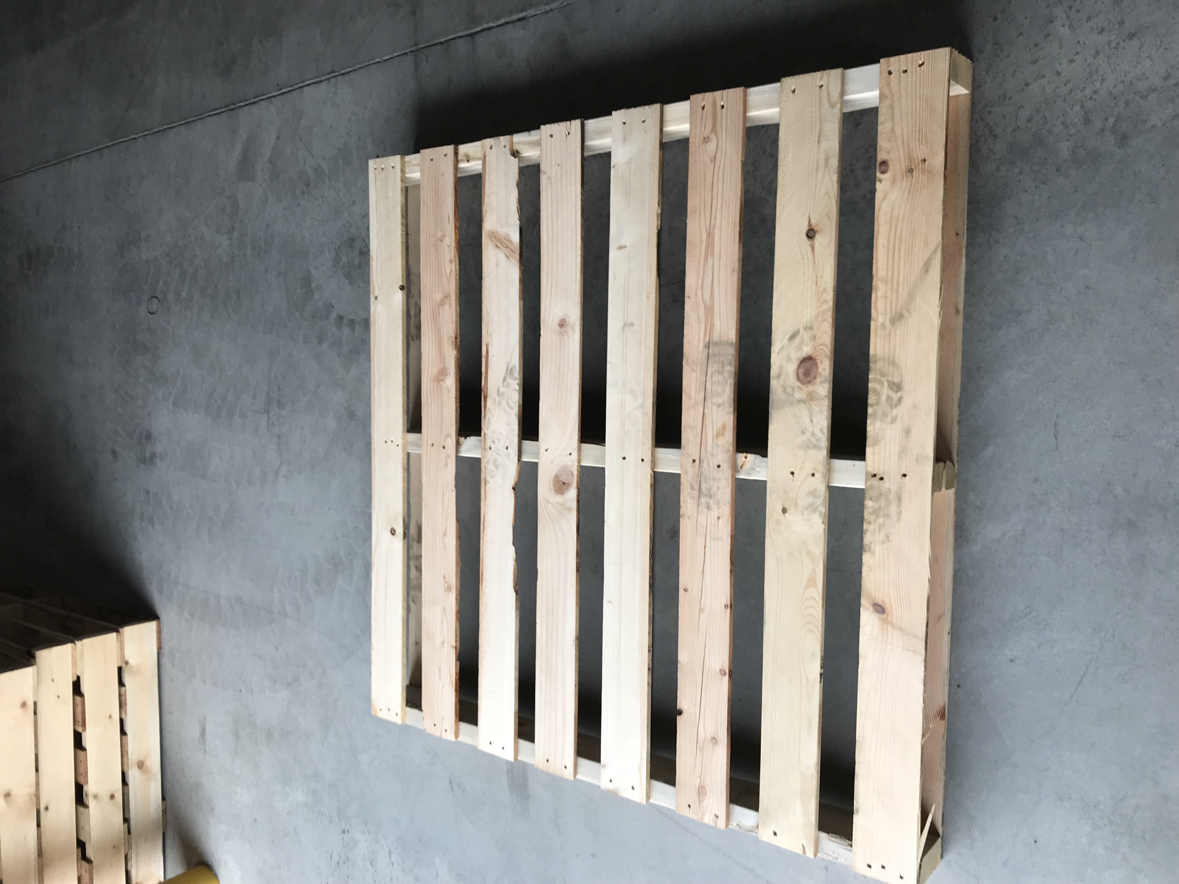 Wood shipping pallet - Repalletize